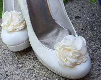 Ivory  Shoe Clips,  Wedding Shoe Clips, Rose Shoe Clips,  Roses, Bridal Shoe Clips, Shoe Clips, Clips for Wedding Shoes, Bridal SHoes