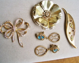 Vintage BROOCH & EARRING LOT Avon Rhinestone Flower Emmons Leaf Bow Blue Stone Wear Craft Jewelry Collection Amber Turquoise Green Signed
