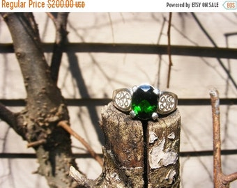 25% OFF Stunning Chrome Diopside Ring, Be Unique. size 7