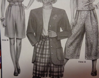 Culottes and Shorts Pattern  Sizes Hip 32-48  Uncut  # 782