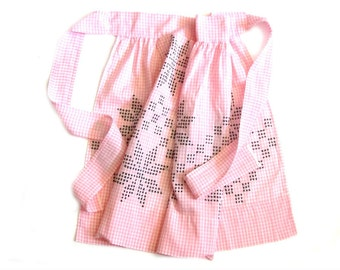 Retro Pink Gingham Half Apron Cross Stitch Star Embroidered Le Moyne Country Farmhouse Kitchen