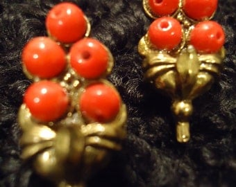 Boho 1960 Vintage Small Beaded Melons in Gold Earclips Earrings