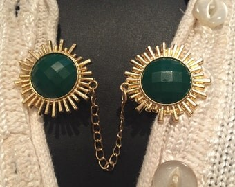 Sweater Clips: Forest Green Fauceted Medallions in a sun gold setting with matching earrings