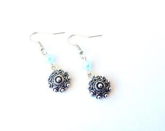 Dutch earrings. Dutch pendant earrings. Silver pendant earrings. Zeeuwse knop. Linnepin010