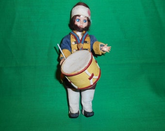 "One (1), 7 1/2"" Carlson, Revolutionary War, Drummer Doll, with Drum."