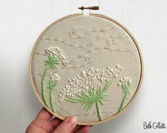 Queen Annes Lace Embroidery Hoop Art, French Country Wildflowers, Vintage Feel Crewel Work Country Home Decor, Country Cottage Hoop Wall Art