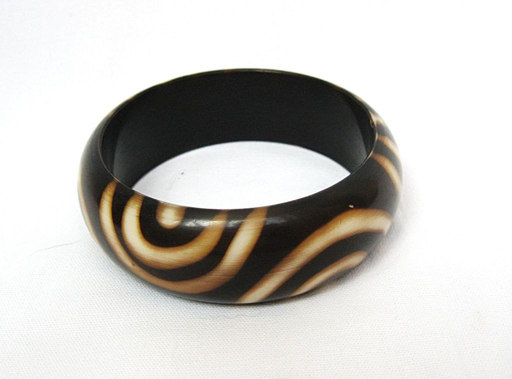 vintage plastic brown cuff bracelet 60s by