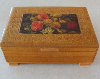 """Lovely Old Fiddleback Maple Whatnot Box, Finger Jointed Corners, 10"""" x 7"""" Size"""