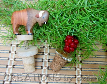 Bison Buffalo or Red Grape Bottle Stopper, Cork Wood Wooden Glass Cluster Barware Bar Accessories Vintage FREE SHIPPING (491/492)