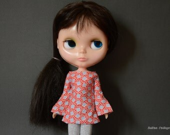 Bell sleeved red patterned retro mod style dress for Blythe Pullip Dal licca and similar dolls