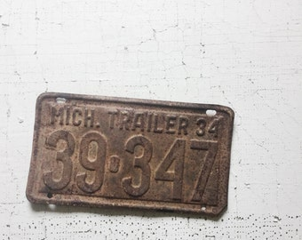 license plate. vintage tag. vintage home decor. home decor. wall decor. man cave. for him. Michigan. farm. farmhouse style. refugeca2015