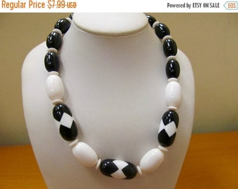 ON SALE Vintage Black and White Plastic Beaded Necklace Item K # 2527