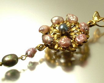 Vintage/ estate 1990s Victorian style reproduction, brass finish & mauve black freshwater pearl pendant - jewelry / jewellery