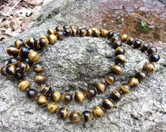 """Vintage exceptional Tiger eye necklace  hand tied  32""""   Opera length Tiger eye necklace"""