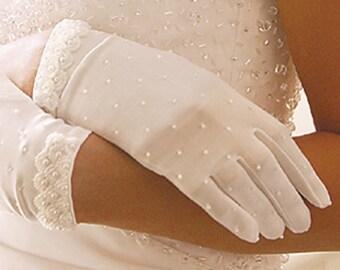 Pearl Wrist Bridal Gloves