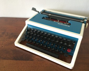 Vibrant Teal & off-White Underwood 315 Manual Typewriter - Good condition - Turquoise Home Decoration