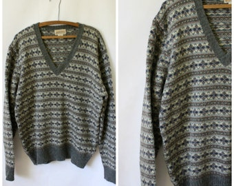 Mens Gray Fair Isle Sweater / Vintage 1970s Winter Sweater / 1970's Sweater / Nordic Style Sweater / V Neck Pullover Sweater S/M