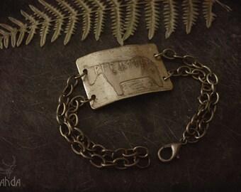 Tésera de Huete etched brass bracelet