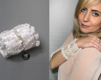 Bracelet - purse . Bracelet for money . Bracelet with a secret . Wide lace bracelet ivory. Wrist Wallet , money cuff
