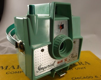 Imperial Camera Sea Foam Green  Vintage Mark Xll  Camera With Flash Mint In Box With 620 film.Not Tested epsteam