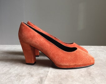 vintage 1990s carrot orange heels / suede platform pumps