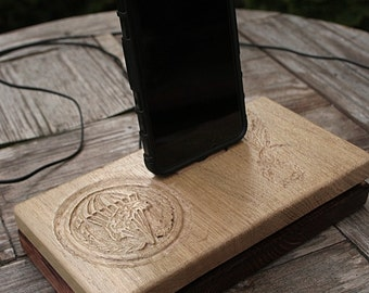 Organizer Docking Station for iPhone, Samsung, Android Phone . Natural oak wood. Create your own custom signs.Custom engrawed .