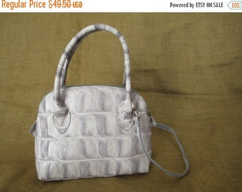 SUMMER SALE Vintage gray leather shoulder bag with shoulder strap with croc pattern