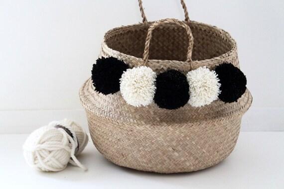 large panier tha landais pompons noir et cru dor. Black Bedroom Furniture Sets. Home Design Ideas
