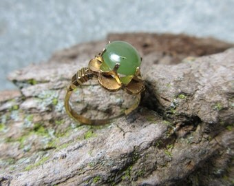 jade ring, 10 kt gold filed ring size 6 1/2