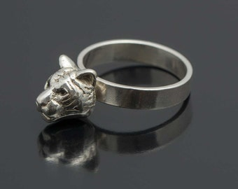 Solid sterling tiger head ring. Animal jewelry. Feline ring. Stackable animal ring.