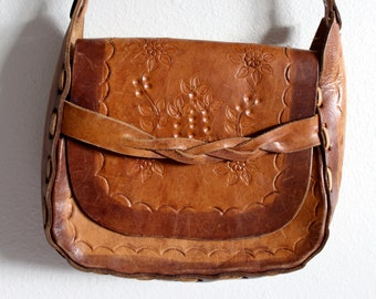Hand tooled leather purse //  Vintage tooled leather purse // vintage leather purse