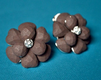 Earrings brown flower clips