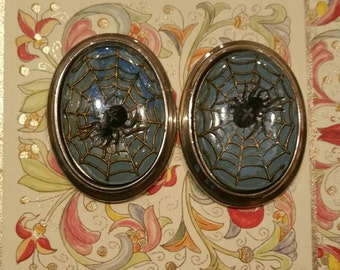 ONE Vintage silver metal, resin with spider design cabochon.