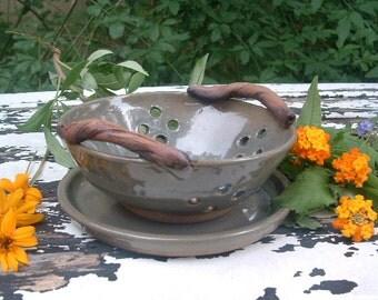 Small green stoneware botanical berry bowl