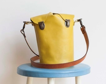Leather shoulder bag Yellow-handmade