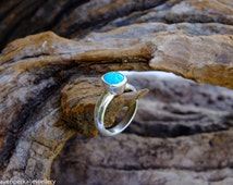 Fine ring made with a Turquoise from Arizona and set in Sterling Silver. Natural gemstone, fashion, bohochic, raw crystal jewelry.