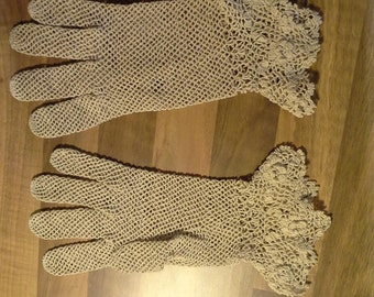 Vintage crochet cream/dark ivory gloves.  Wedding gloves. Bridal gloves