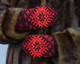 Hand knitted Red Black Wool Mittens Medium size