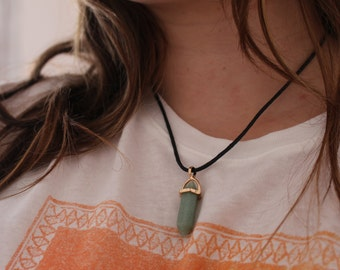 Green Gemstone Necklace Gold Detail
