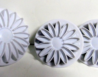 """Set of 3 silicone molds for clay, sculpey, resin, cookies.  2 1/4- 3"""".  Never used"""