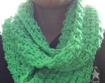 Crochet scarf, crochet infinity scarf, infinity scarf, crochet cowl, green scarf, green cowl, neckwarmer, green neckwarmer, green, crochet