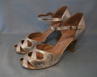 Heavenly early 1950s open toe silver lame heels US 5 1/2 UK 3 1/2 openwork vamps