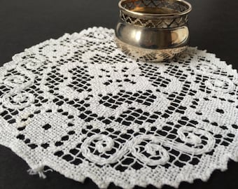 Filet Lace / Knotted Lace Vintage Small White Circular Doilie