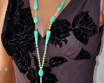 Authentic 1920s Vintage Green Glass Beaded Flapper Necklace w Tassel