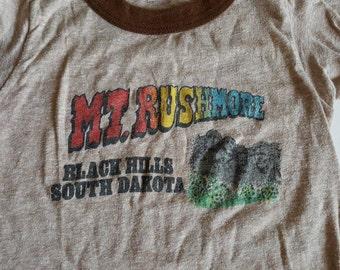 Vintage Child's 4/5 Mount Rushmore Blackhills South Dakota Souvenir T-shirt