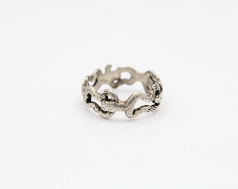 Antique Jumping Frog Band Ring in Sterling Silver Size 4.5. [9197]