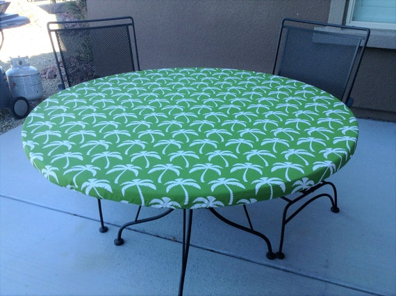 Green And White Palm Tree Print Round Outdoor Fitted