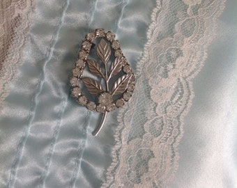 Gorgeous antique leaf pin.....silvertone.....rhinestones...etched design