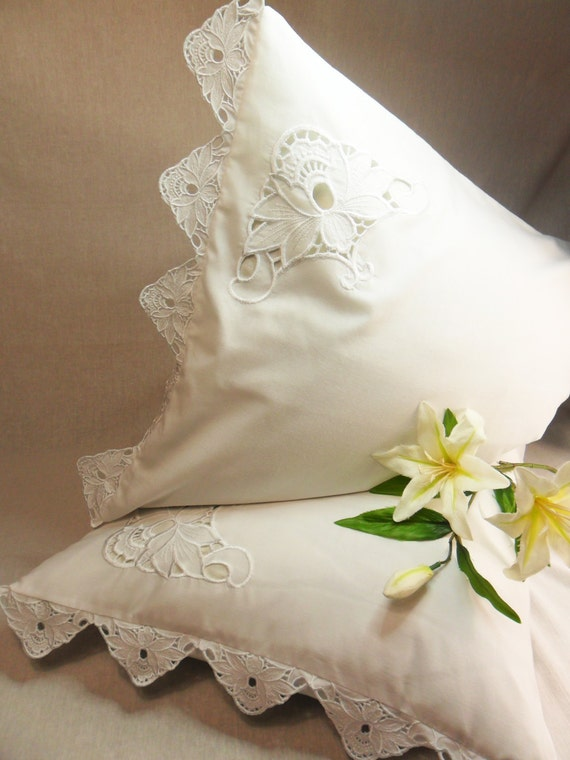 Embroidered flowers pillowcase vintage style cutwork lace