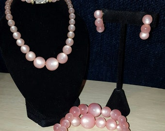 Absolutely beautiful, 50's, baby pink, moon glow, necklace, stretch bracelet, and screw back earring set!